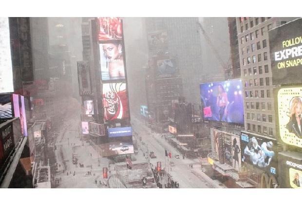 Ameryka odkopuje się spod śniegu