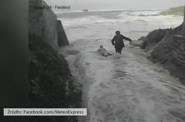 Małżeństwo francuskich emerytów wciągnięte do oceanu (video)