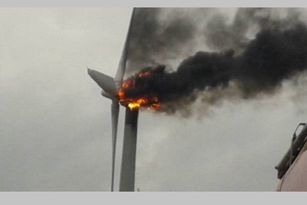Pożar turbiny elekrotowni wiatrowej w Kiejszach w Wielkopolsce
