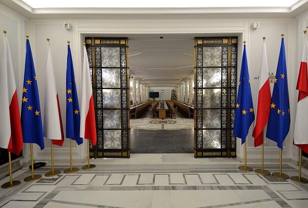 """Prokuratura umorzyła śledztwo ws. posiedzenia Sejmu z 16 grudnia ub. roku. """"Przeniesienie obrad z sali plenarnej do Sali Kolumnowej było zgodne z prawem"""""""