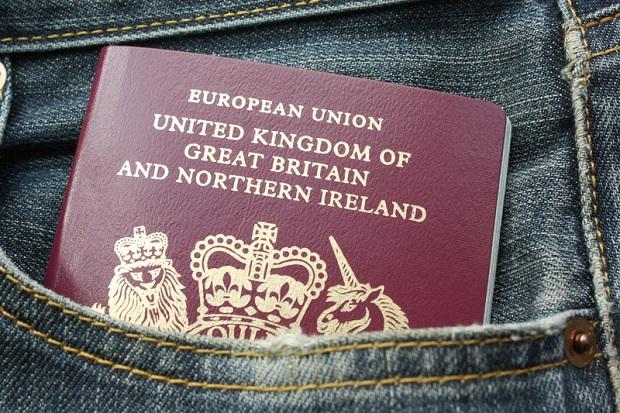 Nowe brytyjskie paszporty będą drukowane w Polsce