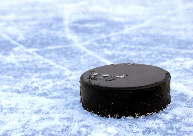 Krążki hokejowe do obrony przed strzelcem? Na taki pomysł wpadł uniwersytet w Michigan