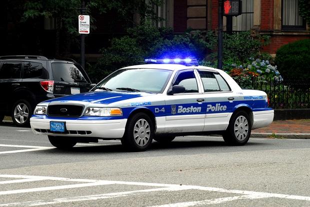 Striptizerki oskarżone o kradzież pistoletu należącego do policjanta z Bostonu
