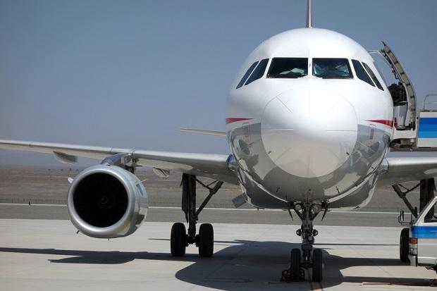 Gdańsk: Nietrzeźwy i agresywny pasażer wyprowadzony z samolotu