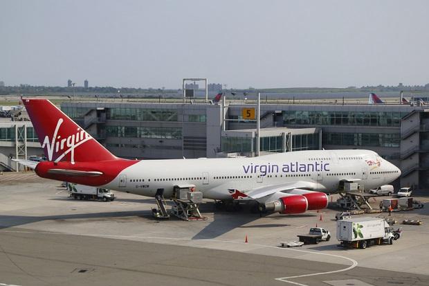 Awaryjne lądowanie na lotnisku Heathrow w Londynie