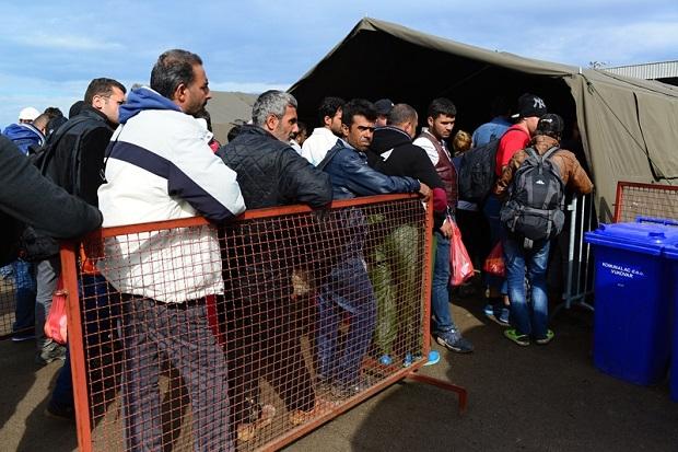 Niemcy: Rośnie opór wobec ONZ-owskiego paktu dotyczącego migracji