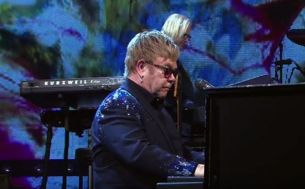 "Elton John, brytyjski piosenkarz pracuje nad ""Królem Lwem"""