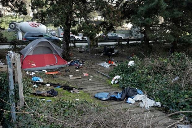 """Ponad 400 bezdomnych żyje w """"Dżungli"""" w Seattle"""