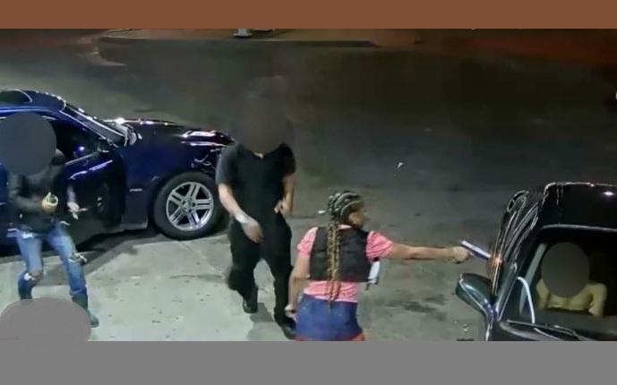 Chaos i strzały na stacji benzynowej w Detroit