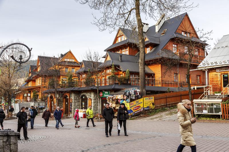 Polacy coraz chętniej spędzają święta poza domem