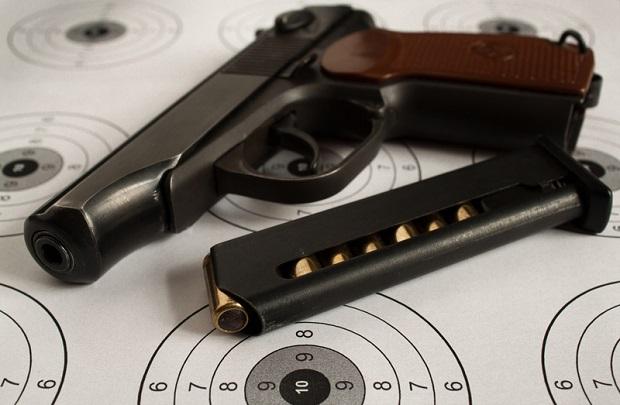 Ukradli ze sklepu prawie dwa tuziny broni palnej