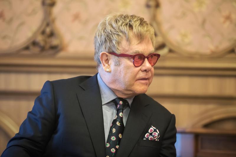 Ochroniarz oskarża Eltona Johna o molestowanie seksualne
