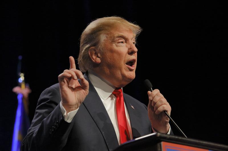 """Trump oskarża Clinton o """"złodziejstwo i korupcję"""""""