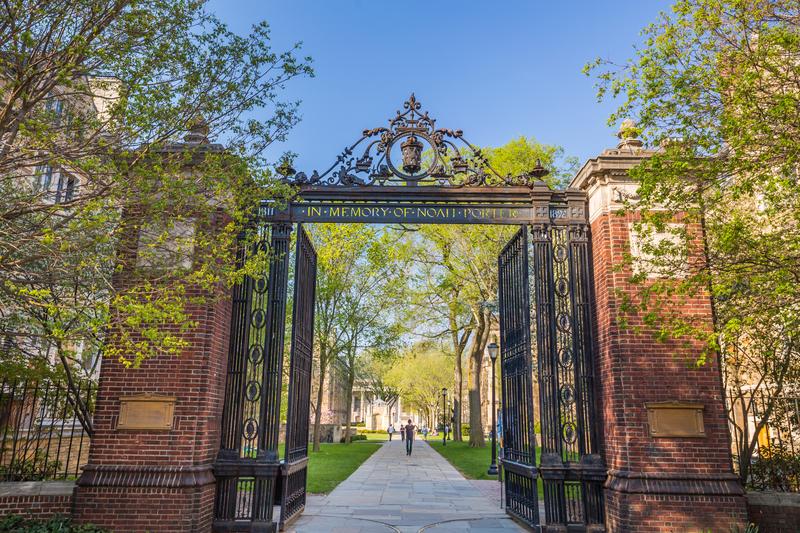 Gubernator namawia uniwersytet Yale do przenosin na Florydę