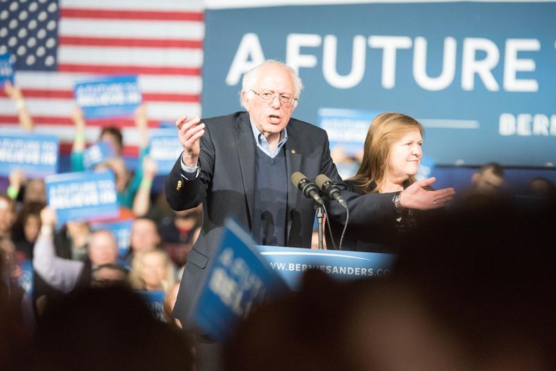 Sanders w Los Angeles: Clinton wiodło się na południu, ale teraz jesteśmy na zachodzie