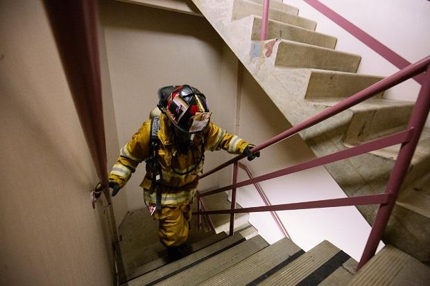 69 pięter w niespełna 11 minut. Strażacy wchodzili na najwyższy budynek w Seattle