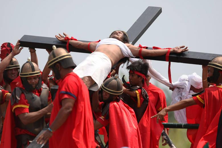 Krwawe obchody Wielkiego Piątku na Filipinach (zdjęcia)