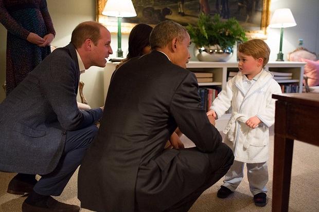 Książę George przyjął Baracka Obamę w białym szlafroku