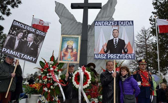 Rocznica katastrofy smoleńskiej pod Pomnikiem Katyńskim w Chicago