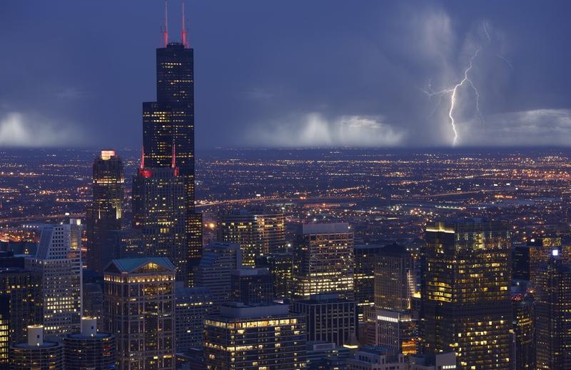 Ostrzeżenie przed burzami a nawet tornadem dla Chicago