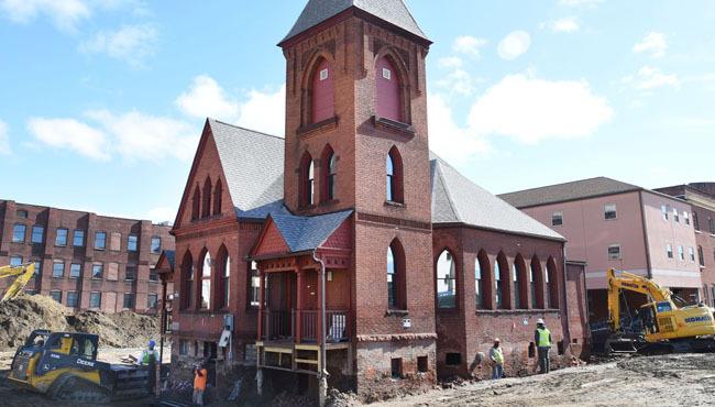 Przewieziono historyczny kościół, aby zrobić miejsca dla kasyna (wideo)
