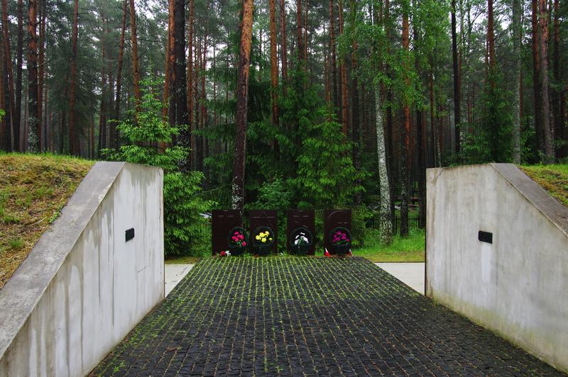 Rosyjska prowokacja na cmentarzu w Katyniu