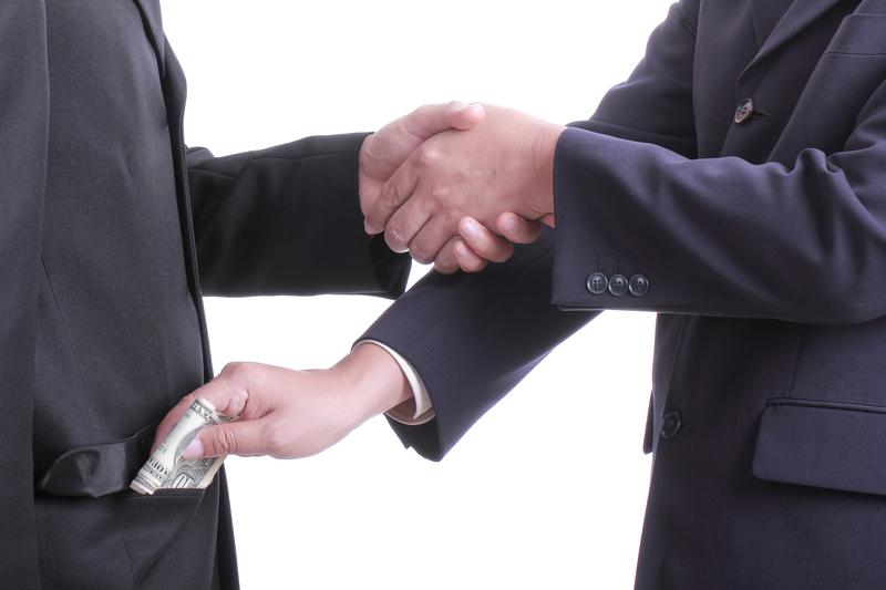Za korupcję odpowie firma, a nie tylko jej pracownik. Rząd przyjął projekt ustawy o odpowiedzialności podmiotów zbiorowych