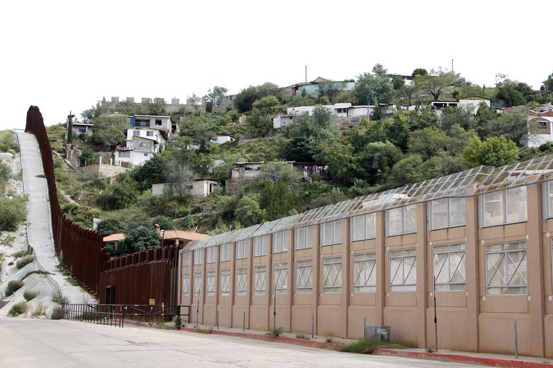 Tory, wentylacja, a nawet winda. Kolejny tunel przy kalifornijskiej granicy