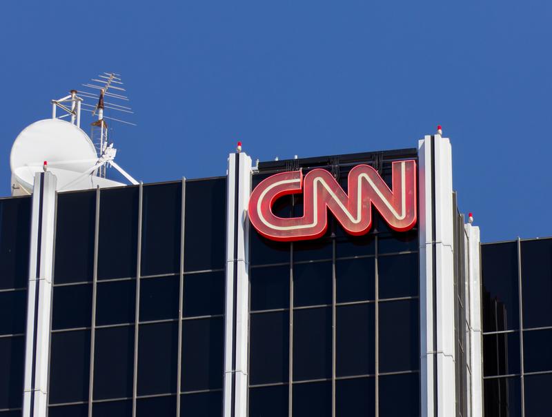 Sympatycy Bernie'ego Sandersa protestowali przed budynkiem CNN w Los Angeles