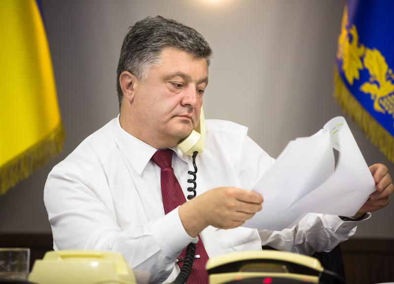 Ukraina: Podpalenia sklepów Roshen, koncernu założonego przez prezydenta Petra Poroszenkę