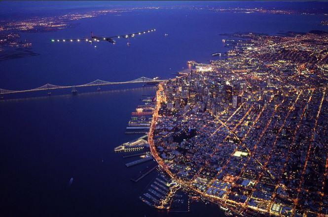 To był lot! Spektakularny przelot nad mostem Golden Gate (zdjęcia)