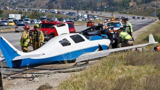 Mały samolot uderzył w samochód na autostradzie w Kalifornii. Nie żyje jedna osoba, są ranni
