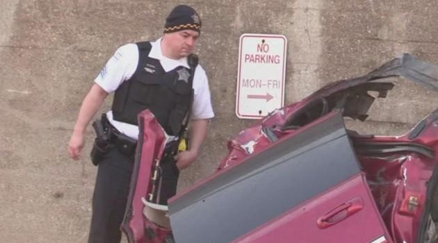 Wypadek w Archer Heights – samochód stanął w płomieniach, 3 osoby są w krytycznym stanie