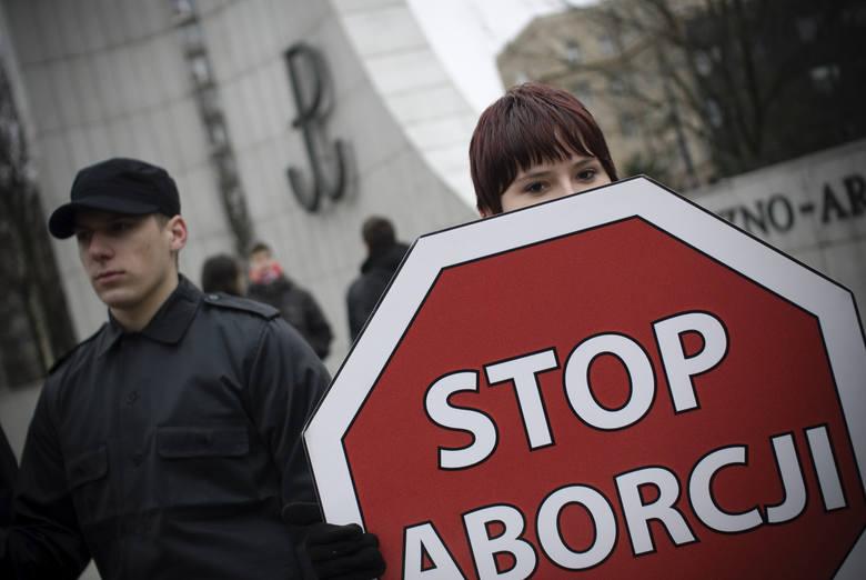 """Projekt """"Zatrzymaj aborcję"""" skierowany do prac podkomisji"""