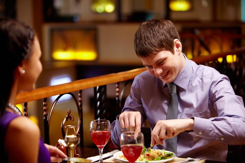 Ile przeciętny singiel w USA wydał na randki w 2016 roku?