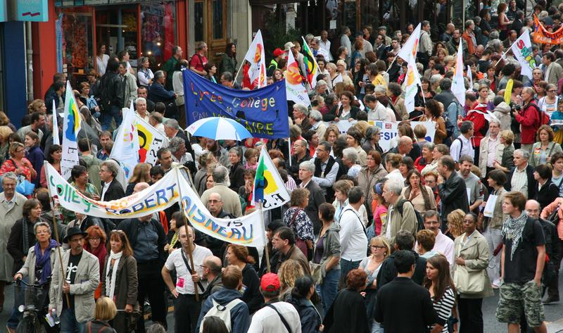 Francja sparaliżowana w wyniku strajku powszechnego