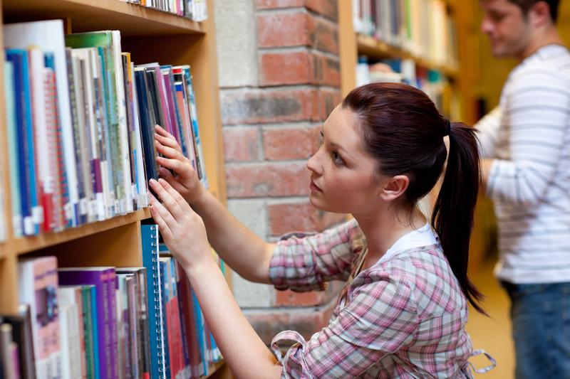 Osoby sięgające po książki dużo łatwiej odnajdują się w społeczeństwie
