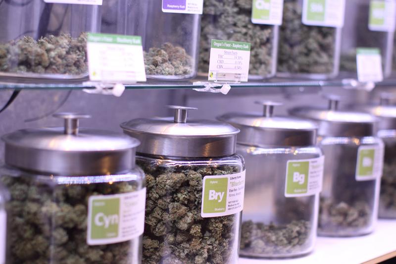 Medyczna marihuana: Druga partia leku trafiła do polskich aptek. Ile kosztuje medyczna marihuana? Czy będzie refundowana?