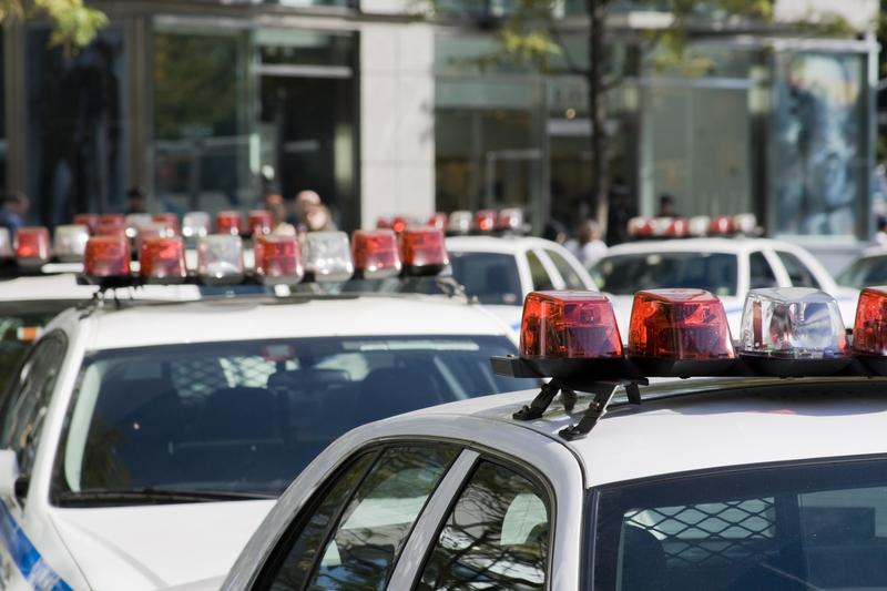 Nożownik zaatakował w domu i galerii handlowej. Nie żyją 3 osoby