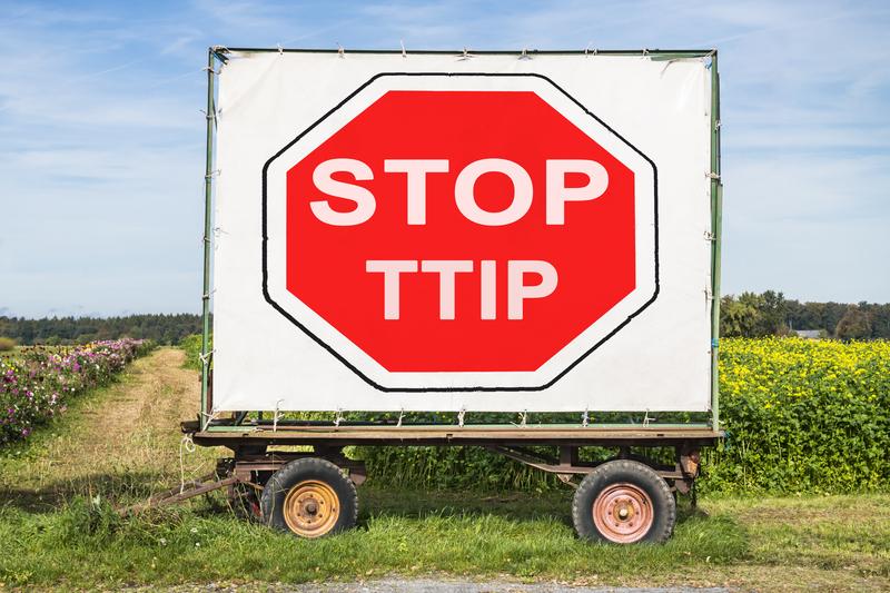 Akcja Demokracja złoży 10 tys. podpisów przeciw zapisom o żywności w umowie o wolnym handlu