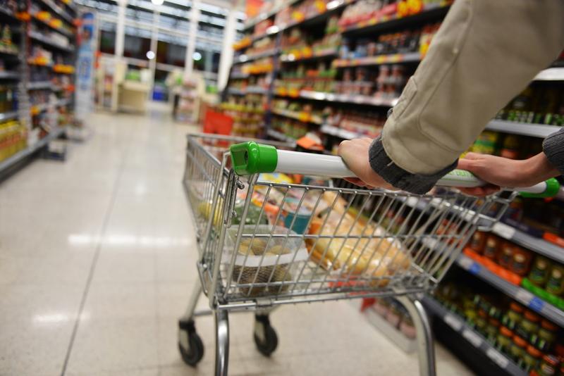 Włoscy klienci supermarketów zdegustowani: To hańba. Za te woreczki powinny płacić bogate sklepy