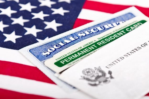 Wpływ korzystania z pomocy publicznej na szanse uzyskanie statusu stałego rezydenta USA.