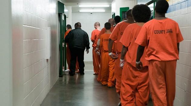 W USA rośnie liczba więźniów i koszt ich utrzymania