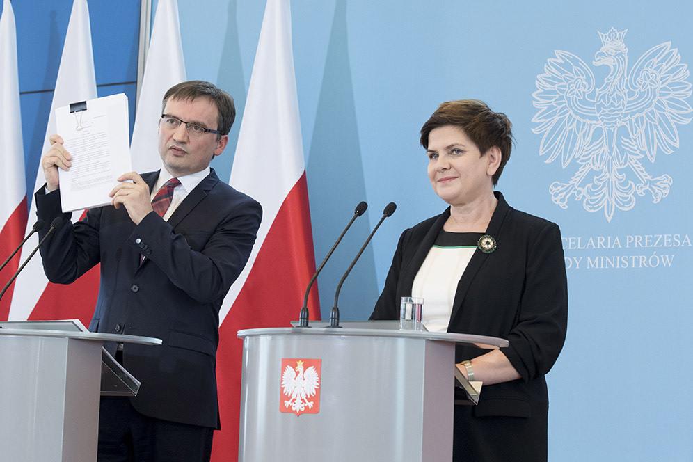 Szydło i Ziobro zaprezentowali nową ustawę o komornikach