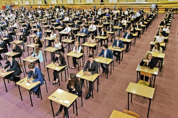 Dworczyk: Utrudnianie przeprowadzenia matur narusza prawa uczniów