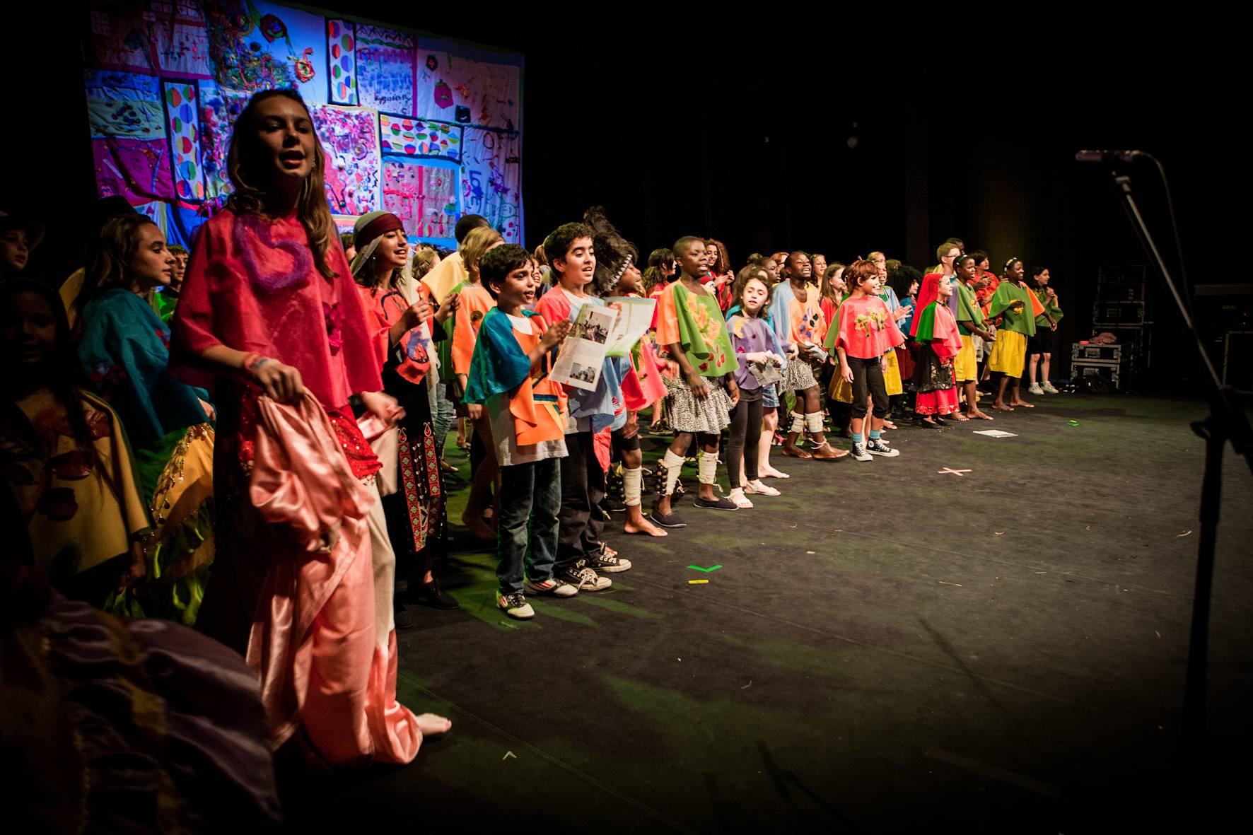 Dzieci odmieniają swoje życie poprzez sztukę – Brave Kids w Polsce