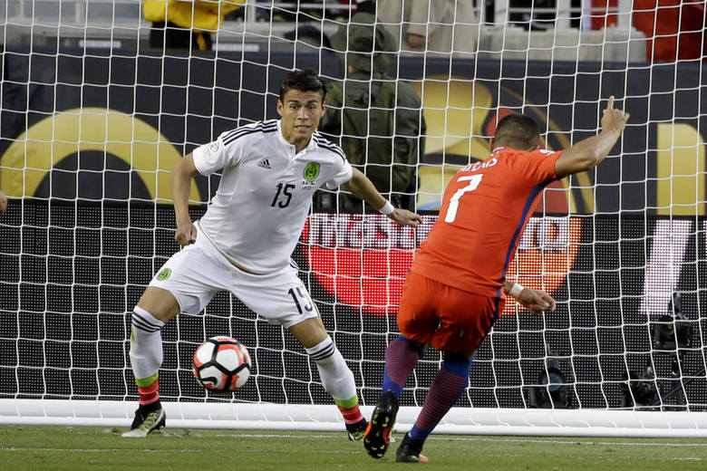 Efektowne 7 : 0  Chile z Meksykiem. Argentyna w półfinale zagra z USA
