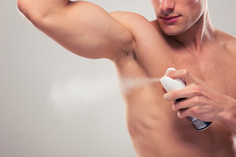 Jesteś mało męski? Naukowcy zalecają dezodorant!