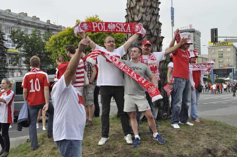 """Polscy kibice opuszczają Moskwę i jadą do Kazania. """"Będą wspierać Biało – Czerwonych w dobrych i złych chwilach"""""""