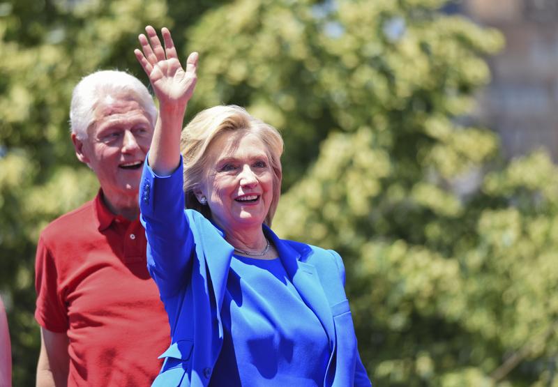 Fundacja Clintonów przyjęła miliony dolarów od państw naruszających prawa człowieka